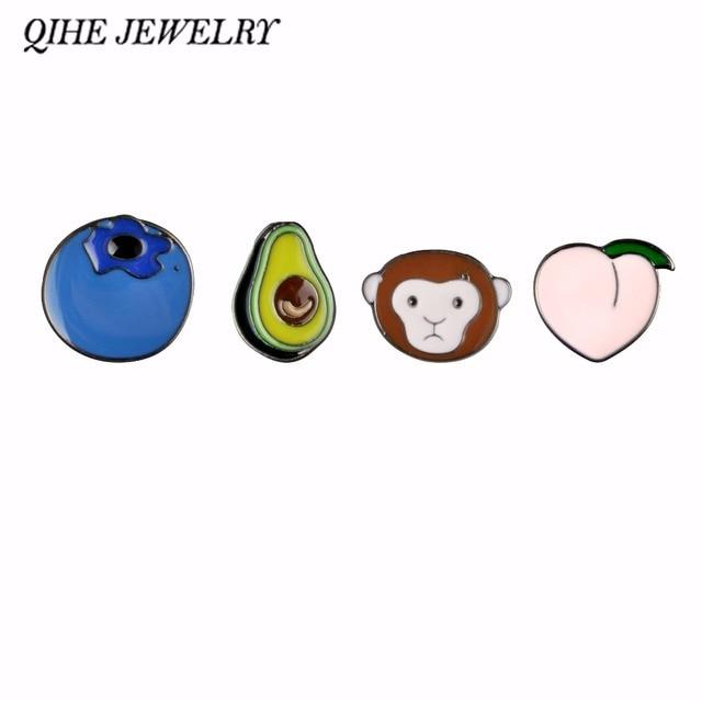 QIHE QH-GIOIELLI Avocado Scimmia Pesca Mirtillo Distintivi di Metallo Duro Smalto Pin Carino Distintivo di Moda gioielli