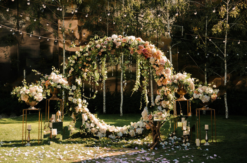 Lowered wedding stands arch pink white flowers woods background wedding stands arch pink white flowers woods background vinyl cloth high quality computer print wedding backdrop mightylinksfo