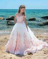 Новый розовый с кружевной аппликацией с длинным шлейфом с открытыми плечами Sheer Тюль наряд принцессы с цветочным рисунком платья для девоче