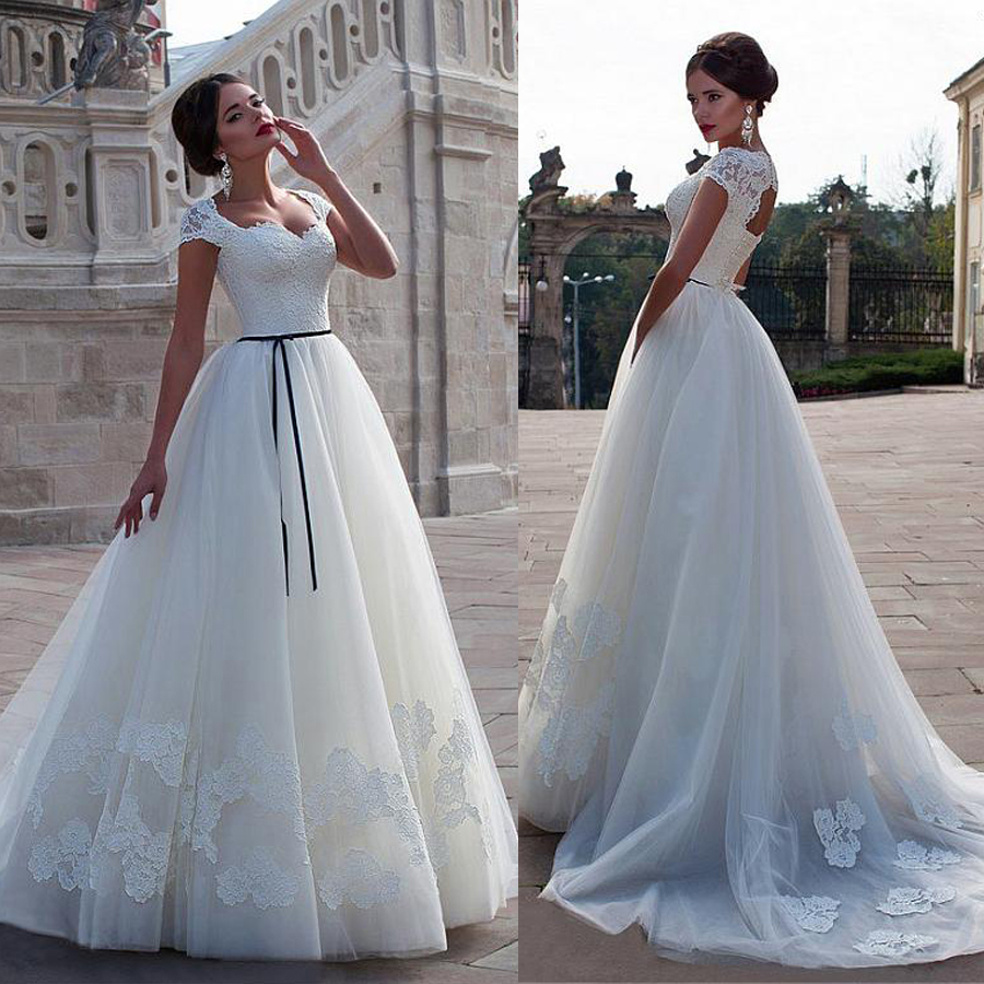 Stunning Tulle A-line Wedding Dress With Lace Appliques Cap Sleeves Bridal Dress With Blace Sash Vestido Festa