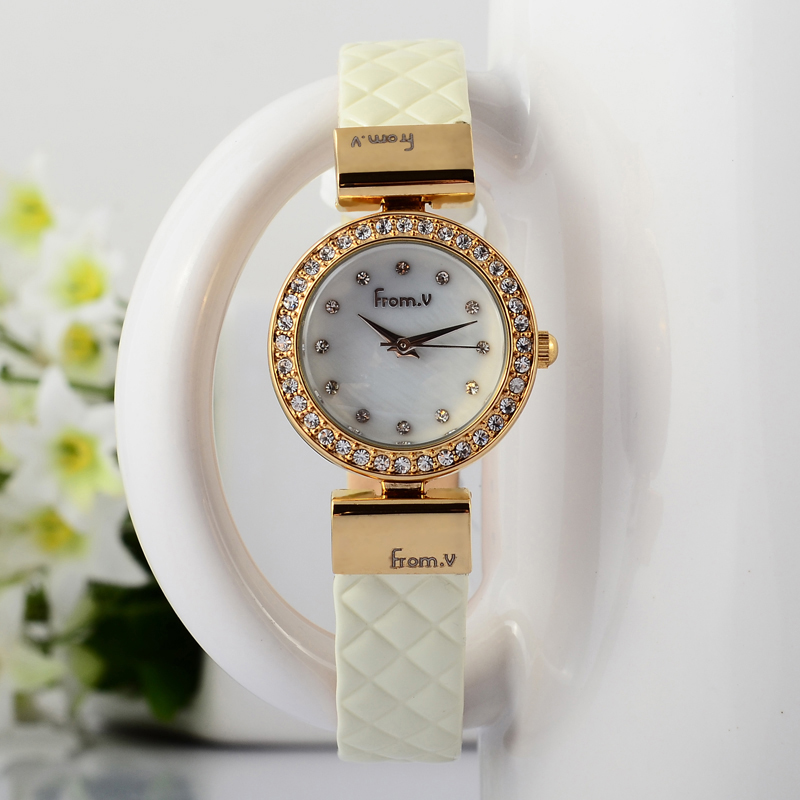 New Stylish Women Luxury Fashion Crystals Dress Watches Small Size Korean Girls Patent Leather Wrist watch