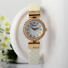 Nuevo Estilo de Las Mujeres de Moda de Lujo Cristales Vestido Relojes Pequeño Tamaño de Corea Del Charol Niñas reloj de Pulsera de Cuarzo Relojes de pulsera S025