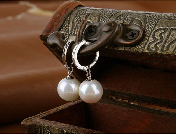 HTB1mDrxaOHrK1Rjy0Flq6AsaFXaq Sterling Silver Elegant Beauty Round White Pearl Stud Earrings