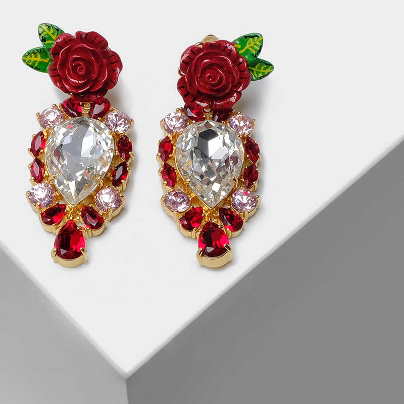Two colors of rose enamel for a stylish and beautiful ear clip