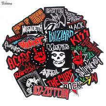 bdb4d03fe01 Parches de música ROCK banda mixta insignia bordada PUNK Hippie ropa  pegatinas hierro en para ropa chaqueta Jeans apliques