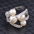 2016 Quality Europe America Creative Rings Platinum Plated Big Simulated Pearl Inlay Austrian Crystal Bead Women Wedding Ring