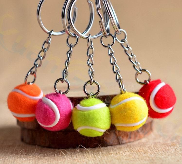 2 יחידות פלסטיק תליון תיק טניס כדור טניס מיני קישוטים קטנים ספורט מזכרות אוהדי פרסומת keychain מפתח שרשרת מפתח טבעת