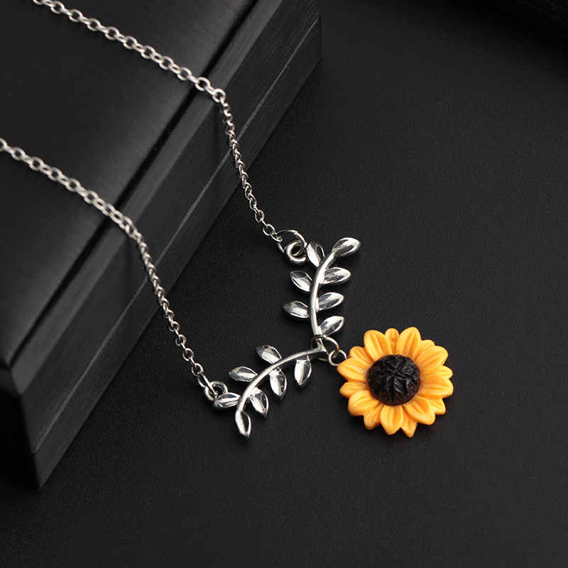 Fashion Sunflower Leaf Pendant Necklace With Lovely Flower Choker Collarbone Chains Exquisite Ornaments Necklace Flawless Torque
