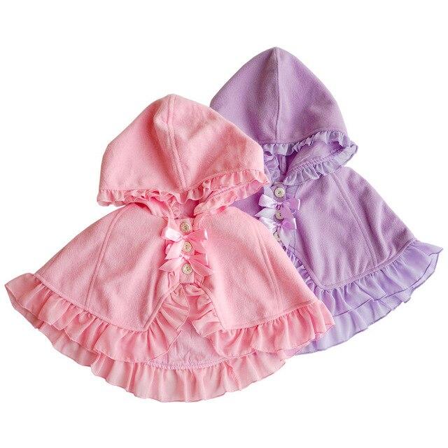 8e419fd36 Niñas capucha capa poncho Ruffles Chaquetas caramelo color rosado y púrpura  del bebé de moda lindo