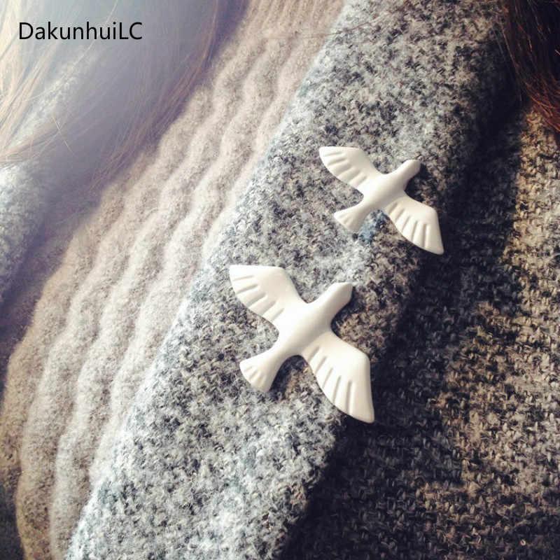 2019 Hot New Coreano di Modo di Arte Del Metallo Bianco Colomba Della Pace Colomba Spilla Corpetto Collare Spille Distintivo Per Le Donne e Gli Uomini gioielli