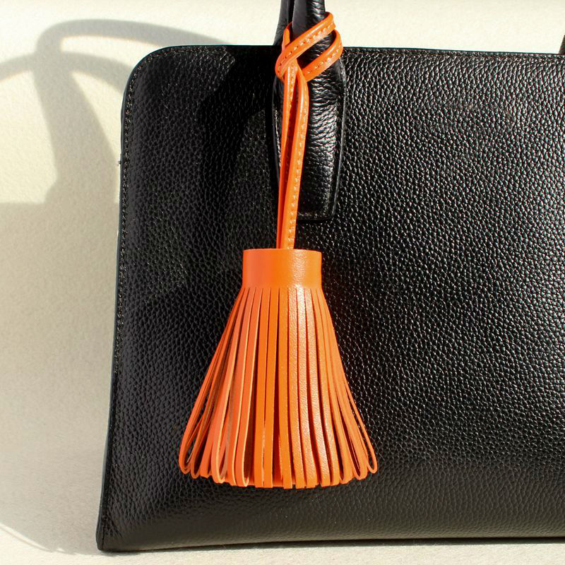Famous Brand Designer Luxury Fashion Genuine Lambskin Real Leather Tassel Keychain Pendant Key Chain For Women Girls Bag Charm