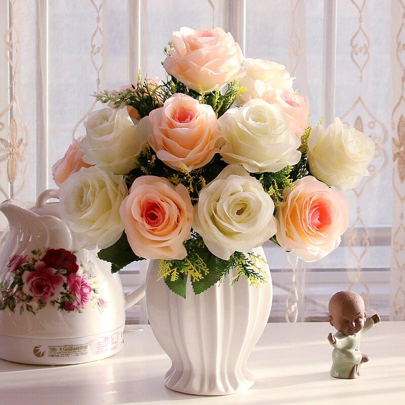 La flor de seda de la flor artificial se adapta a las decoraciones - Para fiestas y celebraciones