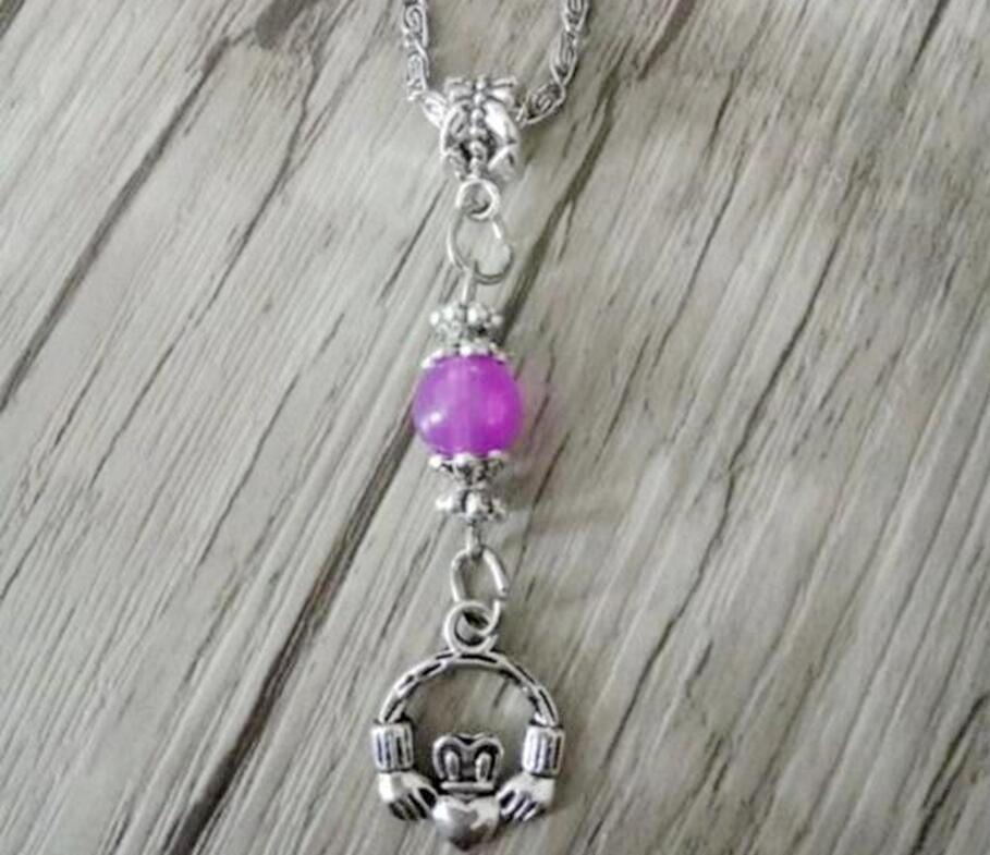 66df7da24 Nouveau mode bijoux Vintage anciennes argent jolie irlandais Claddagh  pendentif multicolore perles Charms pendentif collier dans Pendentif  Colliers de ...