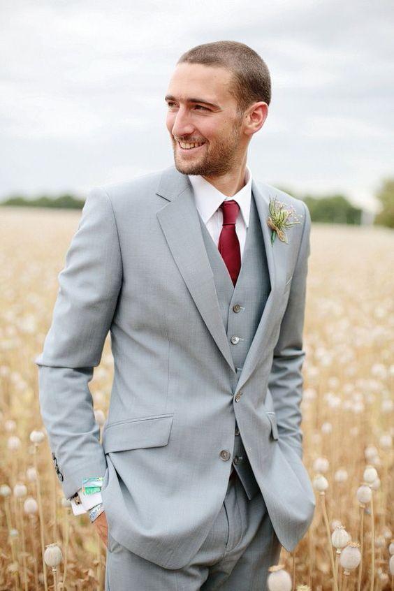 d349519eba772 2017 guapo novio gris claro Esmoquin groomsman mejor hombre traje de boda  Trajes para hombres novio (chaqueta + Pantalones + chaleco) terno