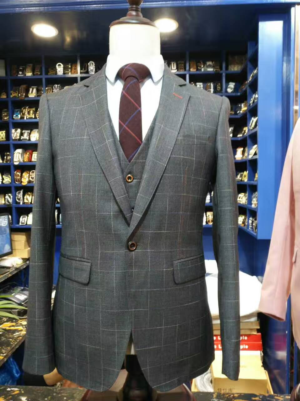 2017 New summer Dark Gray one button lattice Groom Tuxedos Business Suit Wedding Suits Notched lapel Men Bridegroom 3piece