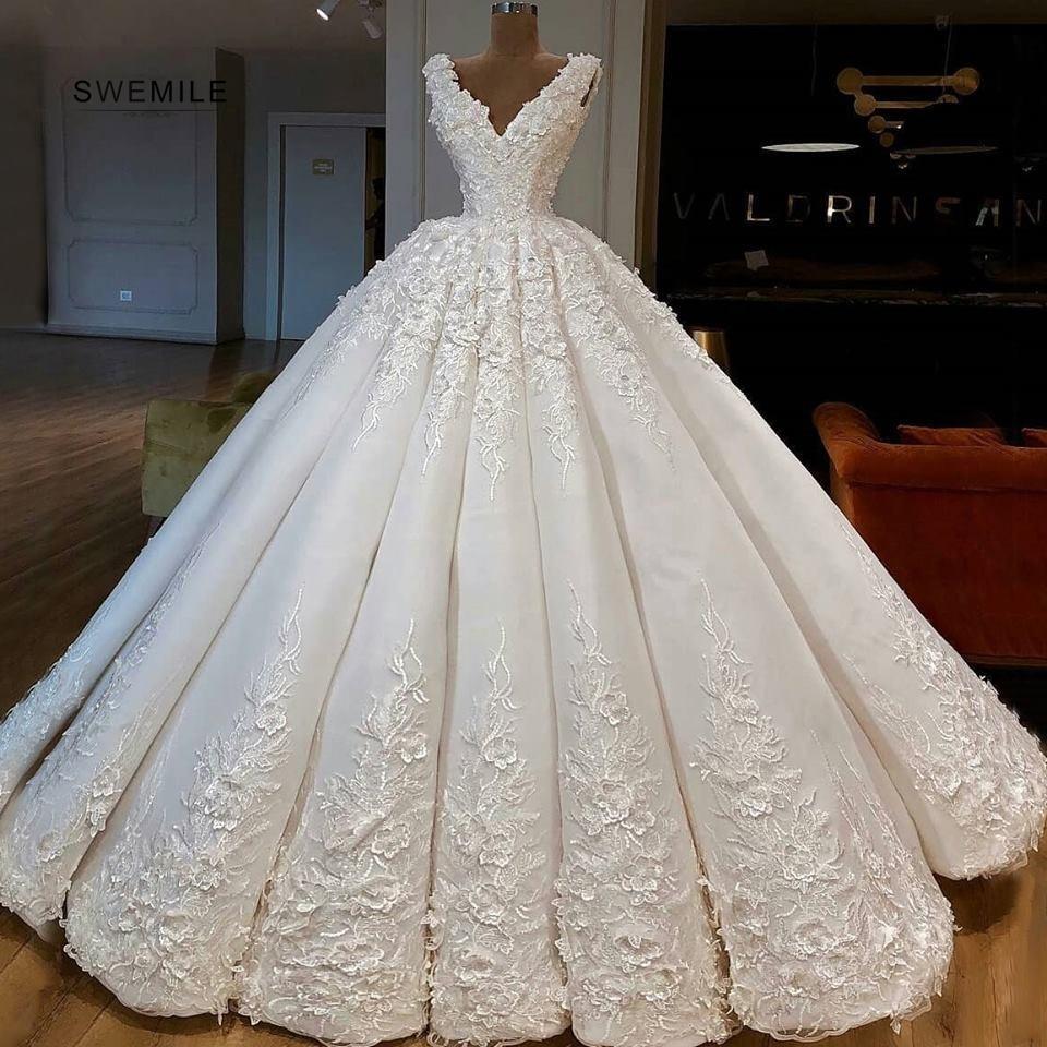 Sexy V-Neck Long Wedding Dresses Elegant Lace Appliques Sleeveless Bride Dress Floor Length Ball Gowns Vestido De Noiva