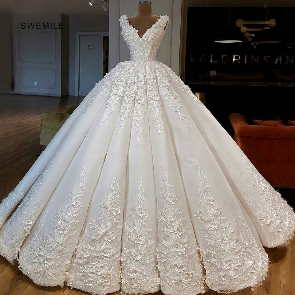 Sexy V-Neck Long Wedding Dresses Elegant Lace Appliques Sleeveless Bride Dress Floor Length Ball Gowns Vestido De Noiva image