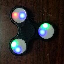 СВЕТОДИОДНОЕ Освещение Ручной Spinner Пластиковые Игрушки Для Аутизма СДВГ Беспокойство Стресса Фокус Палец Гироскоп FJ88