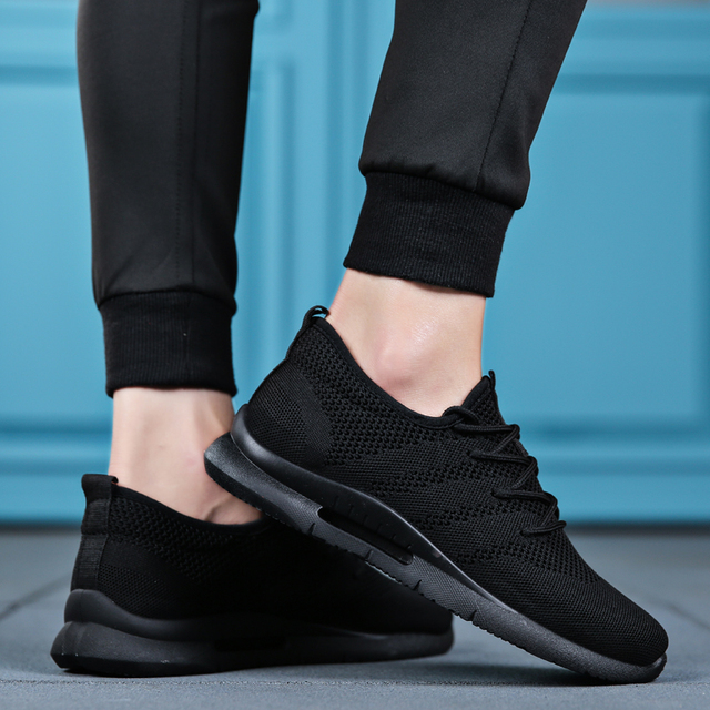 2019 Spring Summer Men Running Shoes Light Weight Classic Lace Up Low-Cut Flyweather Men Sport Shoes Black Walking Sneakers Men 3