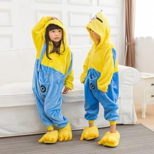 Image 3 - Pijama Da Menina do menino Crianças Minions Amarelo Conjunto Flanela Kids Animal Dos Desenhos Animados Cosplay Com Capuz Kigurumi Sleepwear Pijama infantil