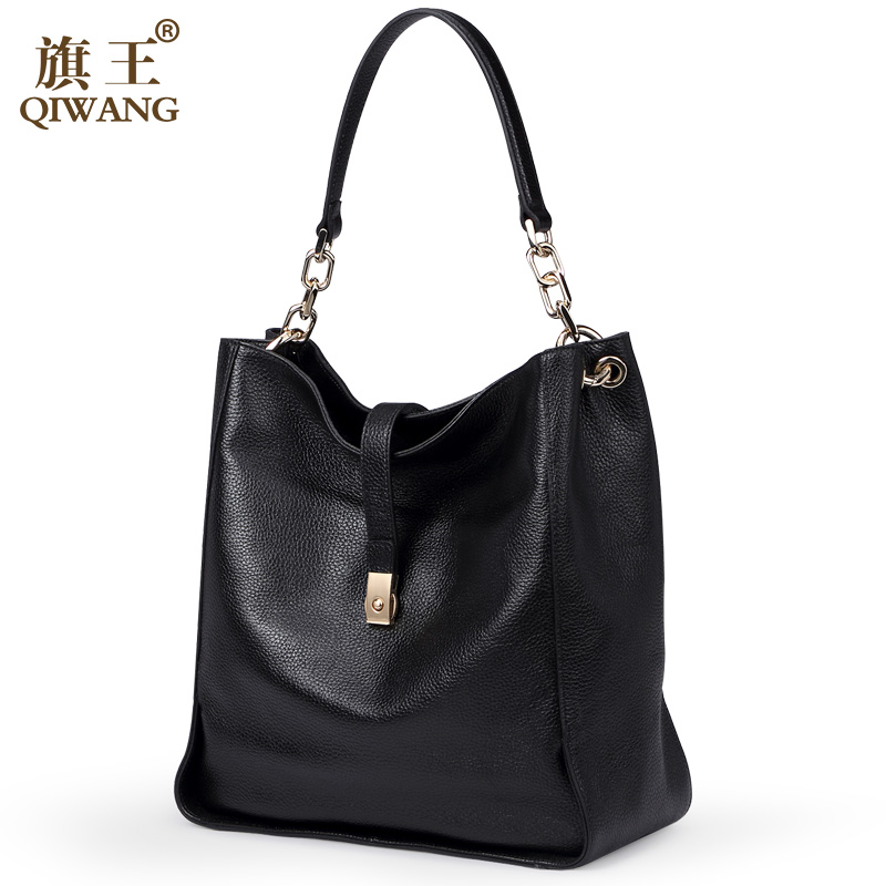 ФОТО Qiwang Black Soft Genuine Leather Women Hobo Bag Leather Gold Logo Brand Work Handbag Women Bucket Bag Chain Purse Elegant