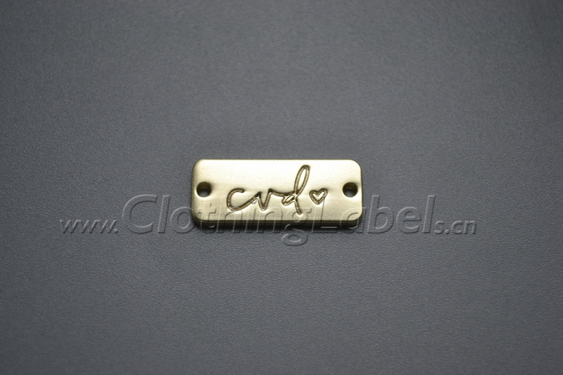 Étiquettes en métal pour sac, chaussures d'habillement, étiquettes d'habillement de couleur d'or avec le matériel gravé d'alliage de zinc de logo, bas MOQ, de haute qualité.