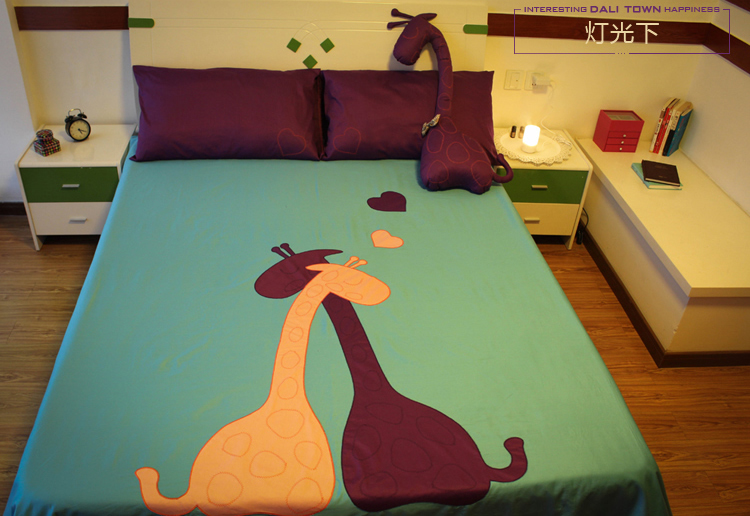 Purple blue giraffe print bedding  set bedroom bed sheets sets patch quilt queen size bedspread duvet cover bedclothesPurple blue giraffe print bedding  set bedroom bed sheets sets patch quilt queen size bedspread duvet cover bedclothes