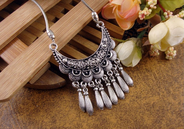 NR111 Bohemian Carved Flower Moon Pendant Tibetan Silver Color vintage retro Choker Collar Necklace jewelry for Women Girl