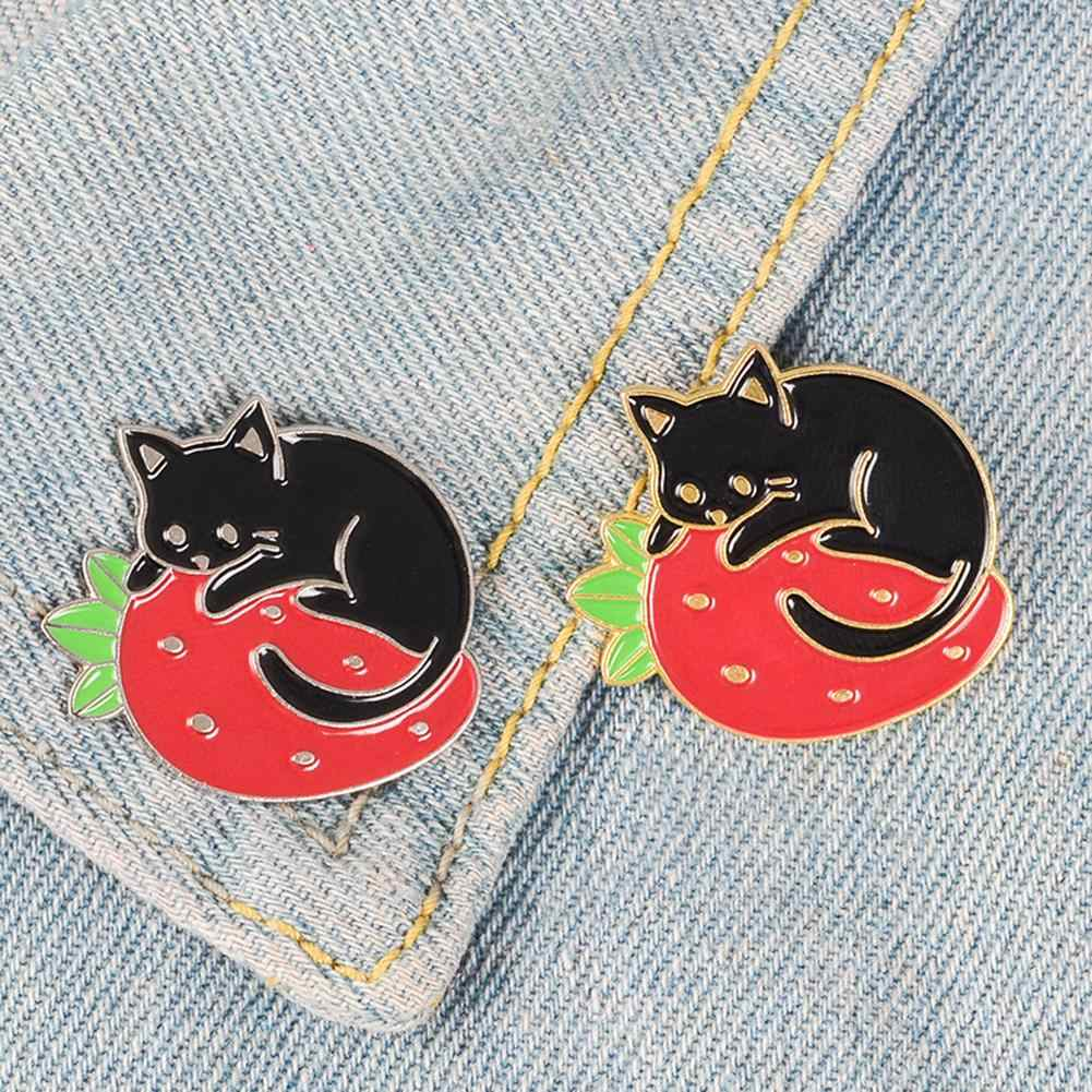 Wanita Lucu Kartun Sampah Kucing Strawberry Enamel Jaket Denim Bros Pin Kerah Lencana Perhiasan Unik untuk Pesta