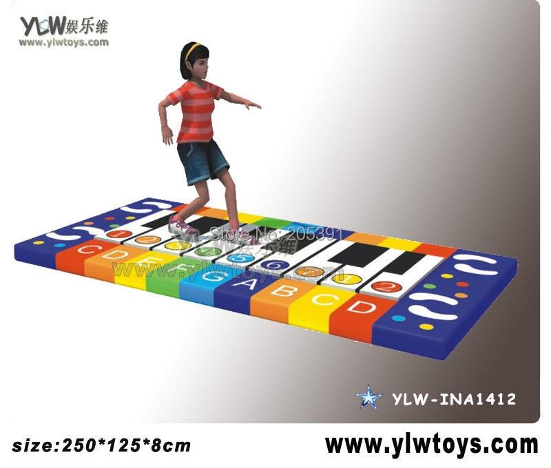 Aire de jeux pour enfants, le piano avec de la musique lorsque vous foulez un clavier électrique, un YLW-INA1412 de piano électrique