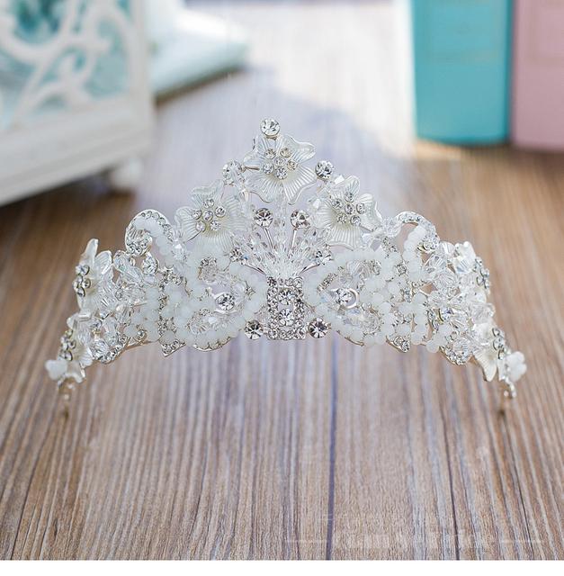 Cristais de prata 2017 Acessórios De Noiva Desgaste Da Cabeça Chapéus De Noiva Barato Modest Moda Acessórios Do Casamento Nupcial Crown Em Estoque