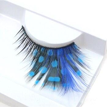 Faux cil de couleur bleue fantaisie Faux Cils adhésifs Bella Risse https://bellarissecoiffure.ch