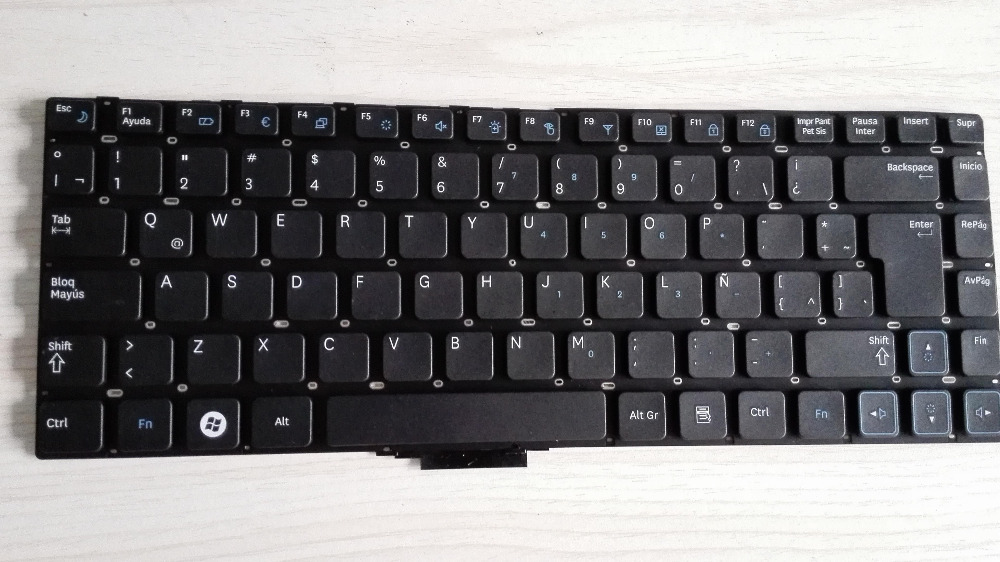 FREE SHIPPING the laptop computer keyboard for SAMSUNG NP RV411 RV409 RV420 RV415 LA LATIN LIKE SP spansih