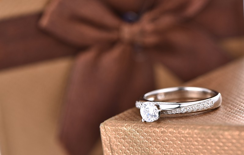 simulated diamond solitaire ring with white gold plated  DL94320A (2)