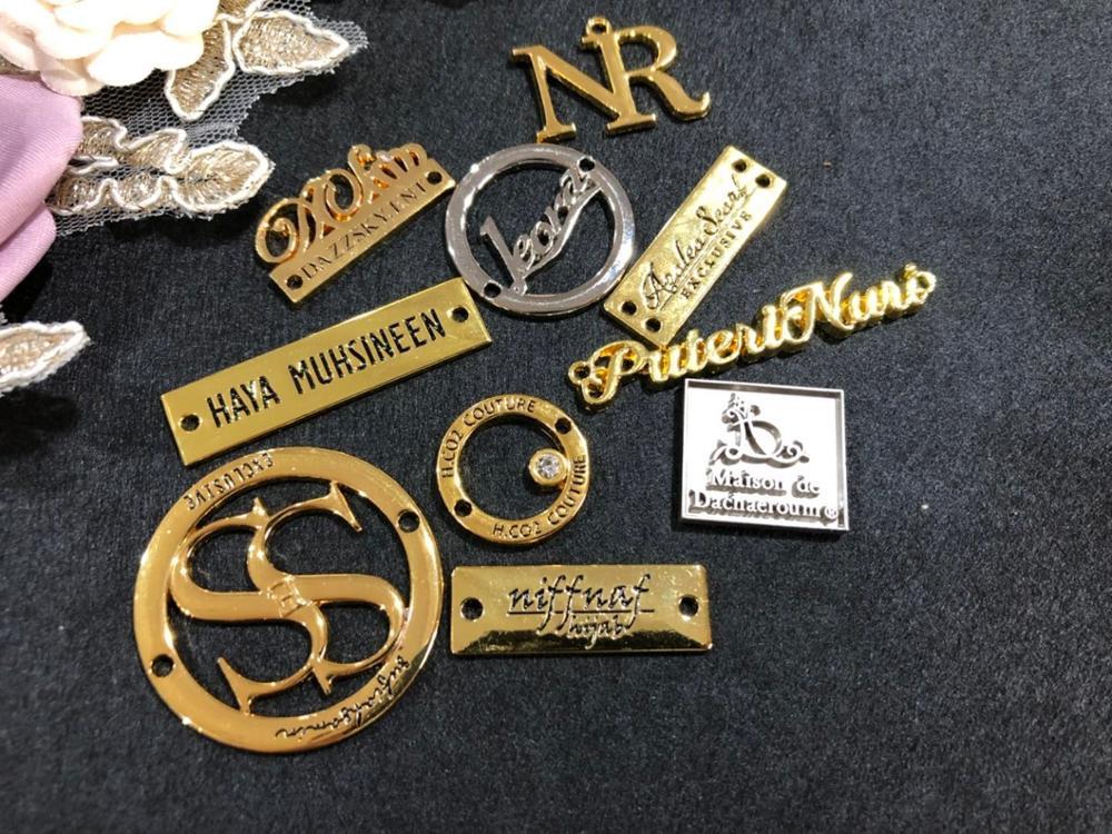 Spersonalizuj ubrania/torba/buty/dżinsy akcesoria dostosowane metalowa etykieta ze stopu cynku Tag grawerowane Patch w Metki odzieżowe od Dom i ogród na  Grupa 1