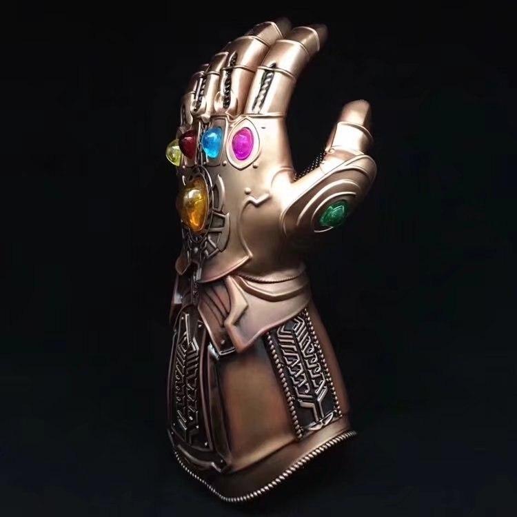 1 pieza película vengadores Infinity War Thanos guantelete Cosplay Prop Deluxe guante de Thanos 1:1 de Halloween para adultos Venta al por mayor tallado antiguo mano de madera manivela Star Wars Juego del trono caja de música regalo de Navidad Fiesta ataúd anonimato Decoración
