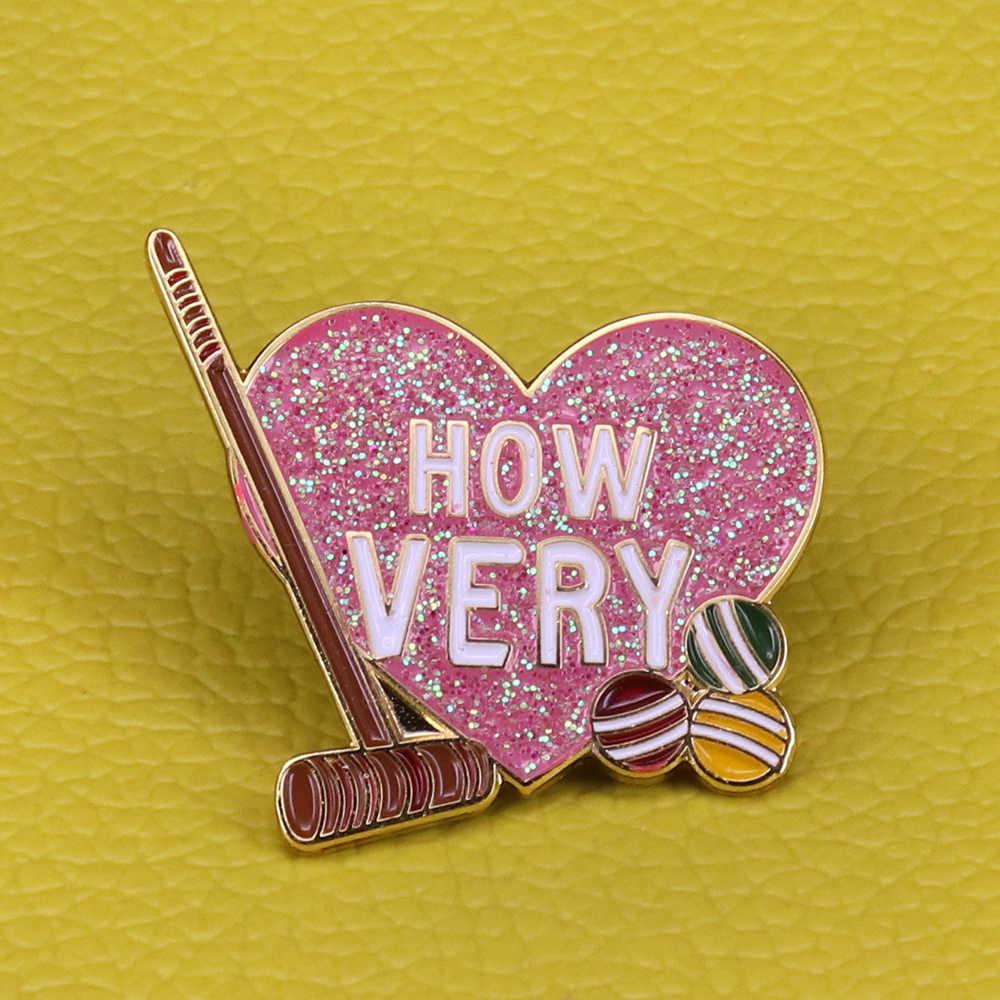 Heathers come molto scintillio smalto pin rosa a forma di cuore spilla di golf di sport distintivo sorelle amici del regalo delle donne accessorio
