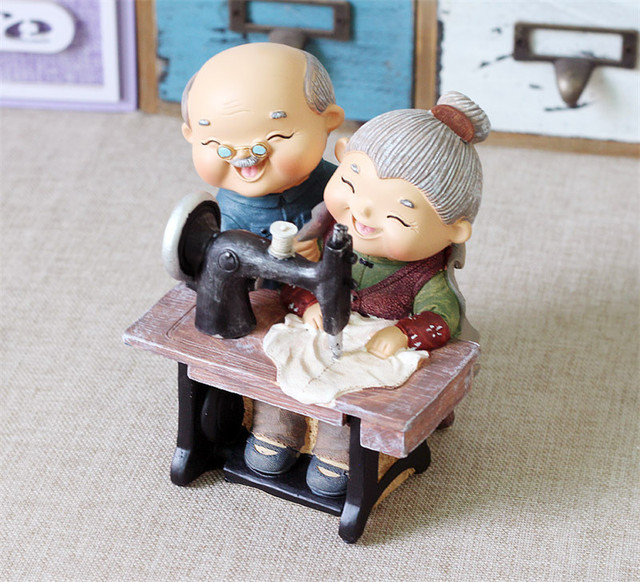 1Set Couple Doll & Sewing Machine Money Box Piggy bank Cartoon Resin