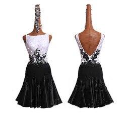 Glänzenden Strass Latin Dance Kleid Für Frauen Schwarz Weiß Flache Kragen Stickerei Gewickelt Hüfte Latin Kleid Weibliche Festival Kleidung