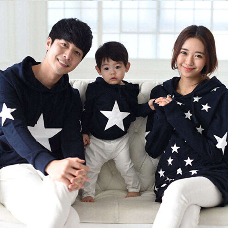 New Autumn Winter Family Matching Clothes Cotton Stars Printed Family Hoodies Mother And Daughter Clothes Father Son Outfits