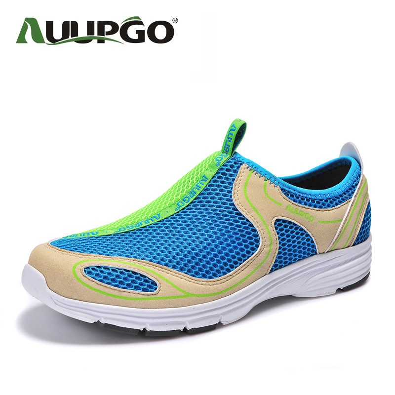 ФОТО Summer Men Outdoor Shoes Women Mesh Outdoor Hiking School Shoes Super Lightweight Breathable Sneakers For Couple Models B2591