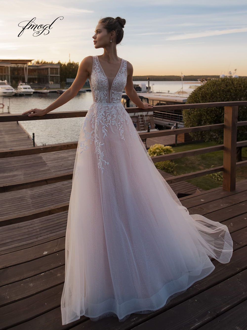 Fmogl Sexy Illusion V Neck Tank Beach Wedding Dresses 2019 Elegant Appliques Beaded Sweep Train Vintage Bridal Gowns Plus Size