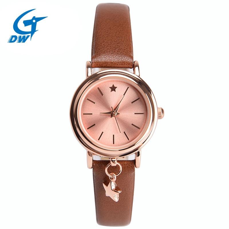 e4552c293e7 DWG 3 Cores Relógios das Mulheres Das Senhoras Vestido de Relógio de  Quartzo-Small   exquisite PU Pulseira de Couro Relógio Pingente Pentagrama  para o Sexo ...