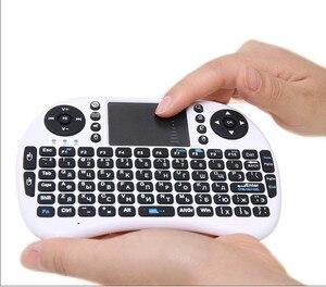 Image 5 - I8 Teclado retroiluminado inglés ruso الاسبانية ماوس هوائي 2,4 GHz teclado inalámbrico táctil دي مانو الفقرة التلفزيون مربع الروبوت X96