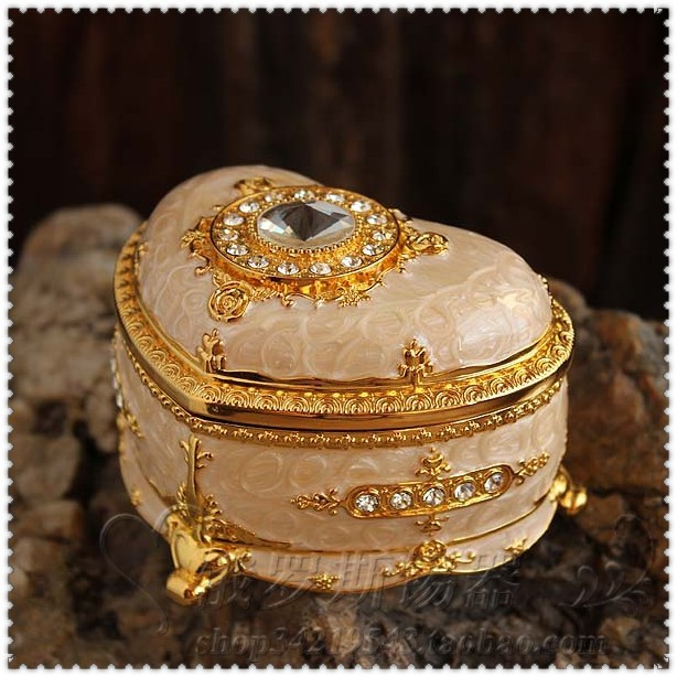 Melting heart jewelry box