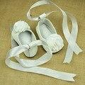 Alta calidad 100% zapatos de Bebé de Cuero Genuino mocasines zapatos de flores blanco grande suela suave de los bebés Zapatos caminantes frist