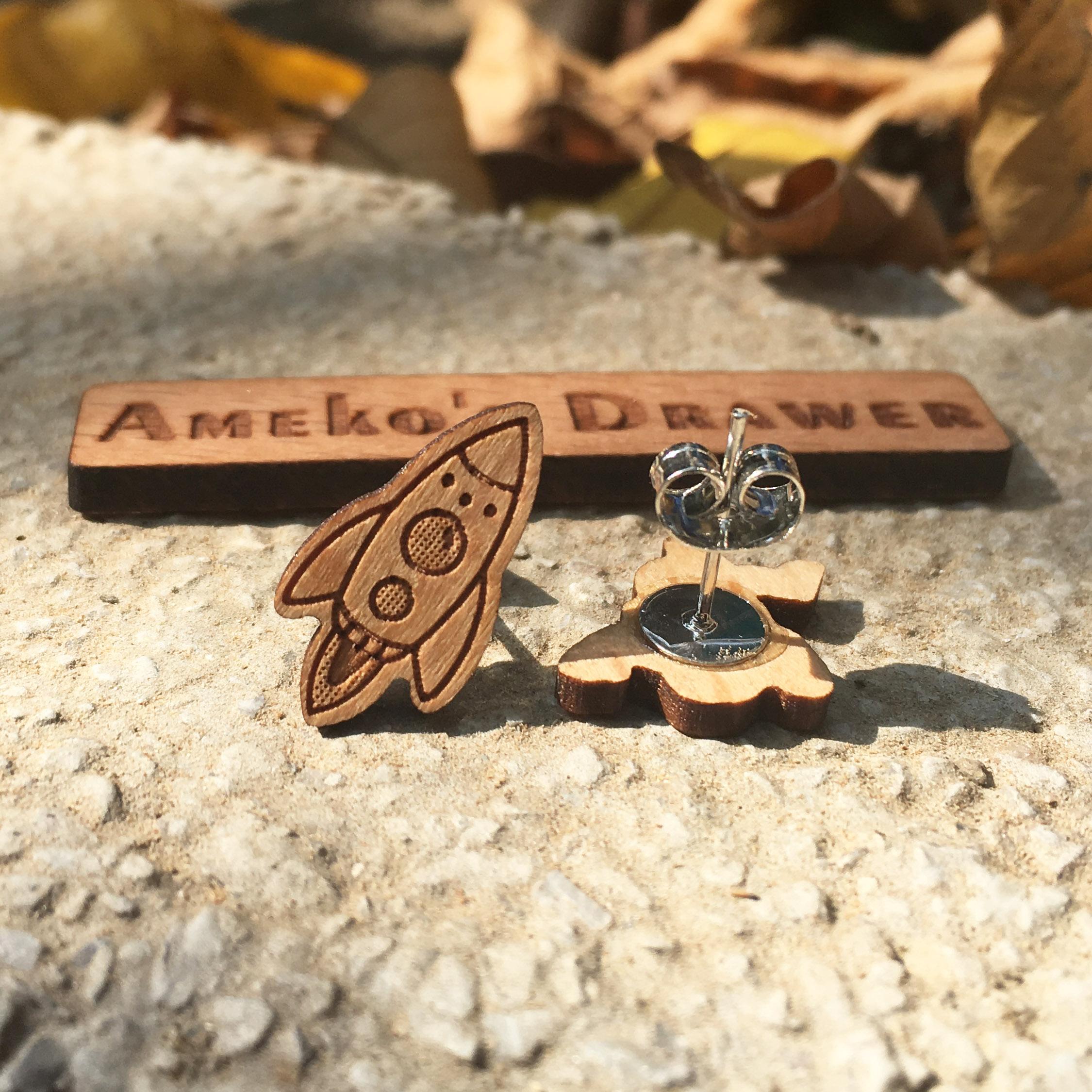 Majhni ročno izdelani leseni uhani za astronavte in vesoljske ladje - Modni nakit - Fotografija 3