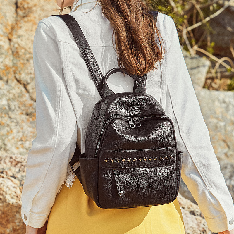 Zency 100% miękkiej skóry prawdziwej skóry moda designerski plecak dla kobiet klasyczny czarny plecak nity torby podróżne dziewczyny tornister w Plecaki od Bagaże i torby na  Grupa 2