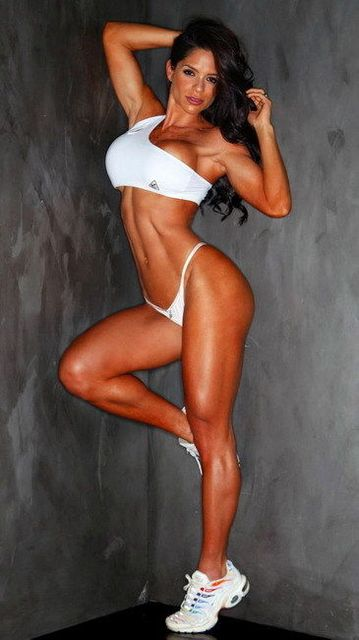 026 Michelle Lewin – Sexy Bodybuilder Fitness 14 Inch X25 Poster