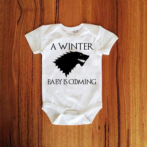 Personalize Game of thrones t-shirt Gravidez Anúncio onepiece romper bodysuit Roupa de aniversário do bebê chuveiro favores do partido